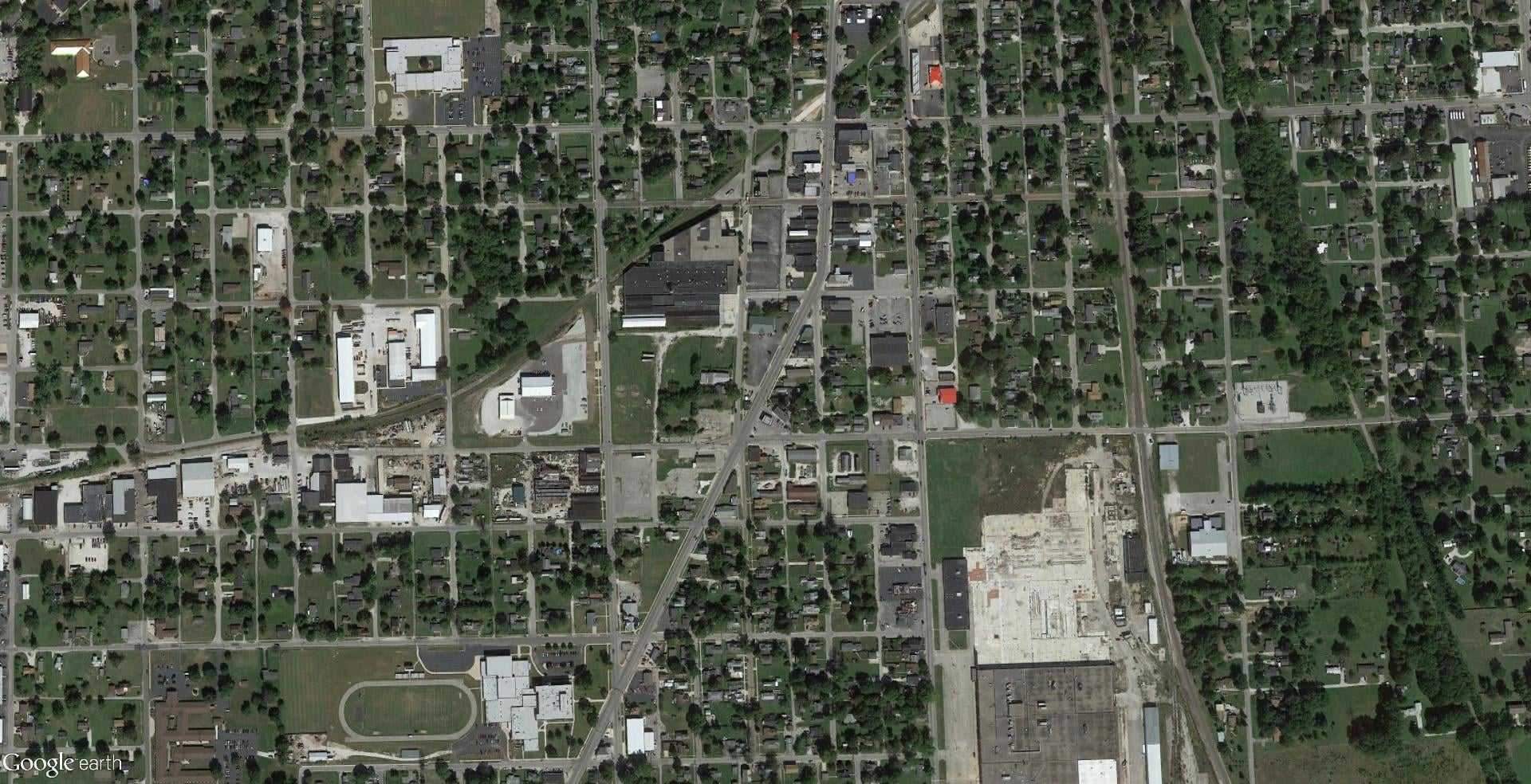 This 177,376 square-foot industrial building in Marion, Indiana came to Bradley Company in distress. Deferred maintenance on the property had led to leaks, roof and environmental issues.