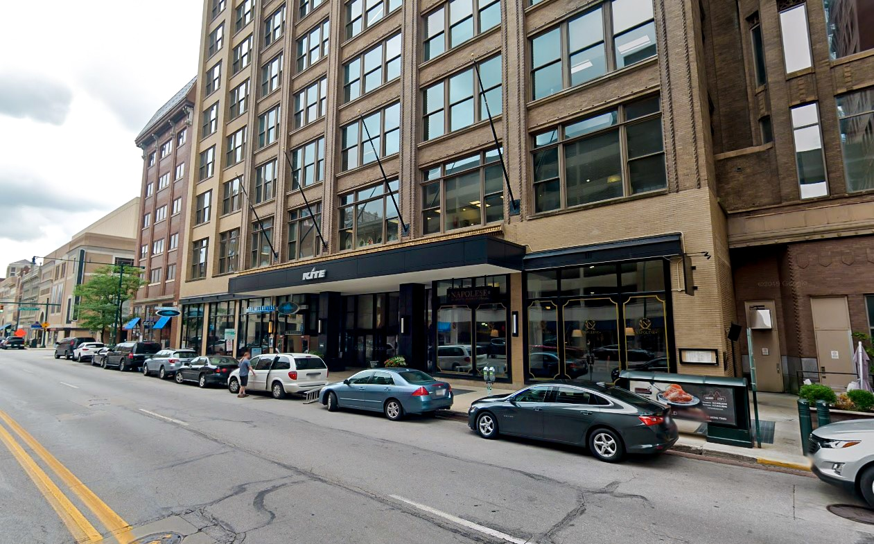 Bradley Company tenant / buyer representative, Sam Smith was aware of a unique purchase opportunity – the former Sallie Mae 321,000 square-foot headquarters office in downtown Indianapolis at 30 South Meridian Street. The deal also included the Union Station parking garage with 854 spaces.
